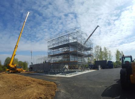 Le Conseil Départemental des Ardennes construit actuellement une plateforme d'entraînement en conditions réelles adaptée aux militaires et aux sapeurs-pompiers, baptisée ACIER, Ardennes Complexe Interservices Entraînement à la Réalité