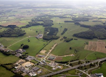 Based in the district of Vivier-au-Court in the Ardennes, the Ecovert Business Park is dominated by crafts and sales, and has all necessary facilities for setting up businesses, with direct access from the A34 Paris-Luxembourg-Cologne highway interchange