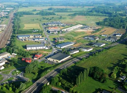 Based in Tournes and Cliron in the Ardennes, Ardennes Émeraude Business Park is an industrial and logistics site, offering all of the facilities required for business, including rail connection on the Calais-Bâle line
