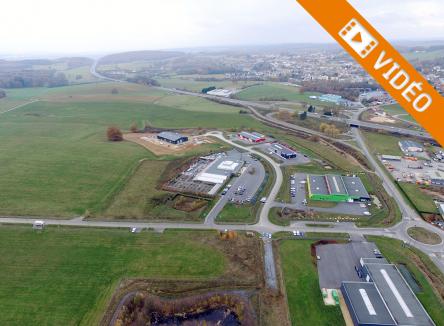 Basé sur la commune de Vivier-au-Court dans les Ardennes au Nord-Est de la France, le Parc d'Activités Ecovert est à dominante artisanale et commerciale, en accès direct de l'échangeur A34 Paris-Luxembourg-Cologne