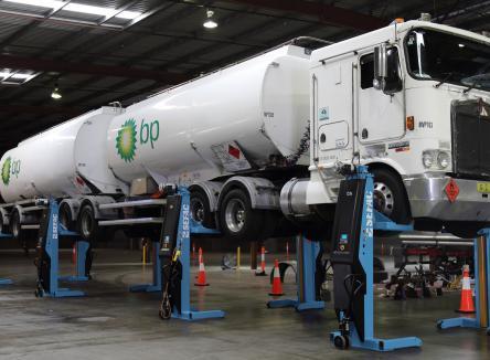 La société SEFAC implantée à Monthermé dans les Ardennes, au Nord-Est de la France, est spécialisée dans la conception, la fabrication et la distribution de ponts élévateurs et d'équipements de maintenance pour les garages poids lourds