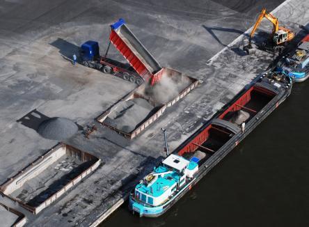 les-ardennes-au-nord-est-de-la-france-une-filiere-logistique-et-transports-branchee-sur -l-europe-autoroute-a34-a304-port-de-givet