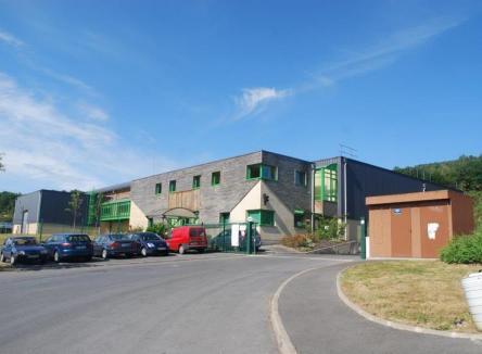 Bâtiment industriel de 1850 m² à Fumay dans les Ardennes, disponible à la vente ou à la location