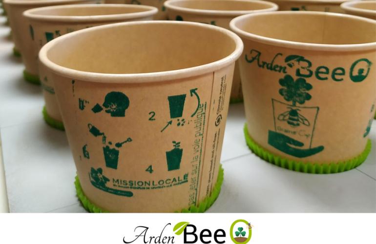 Développée dans le cadre du concours Entreprendre pour apprendre, la mini-entreprise ardennaise Arden'Bee O propose des gobelets en kraft et en amidon de maïs qui renferment des graines