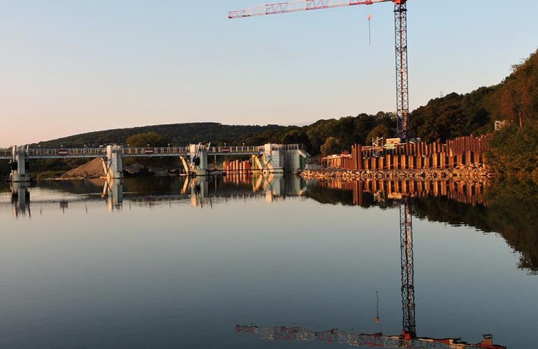 De nombreux aménagements spécifiques ont été entrepris le long de la Meuse : travaux d'endiguement et d'élargissement, et surtout création d'une ZRDC (Zone de Ralentissement Dynamique de Crues) à Mouzon. En 2015, des travaux de modernisation des barrages à aiguilles sur la Meuse ont été engagés, dans les Ardennes, au Nord-Est de la France