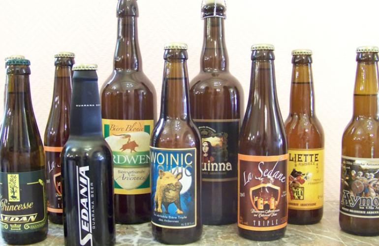 Boisson populaire, la bière retrouve ses lettres de noblesse au point d'être inscrite, comme le vin, au patrimoine culturel et gastronomique de la France. Symbole du terroir, les brasseries artisanales ardennaises perpétuent cette tradition, dans les Ardennes au Nord-Est de la France