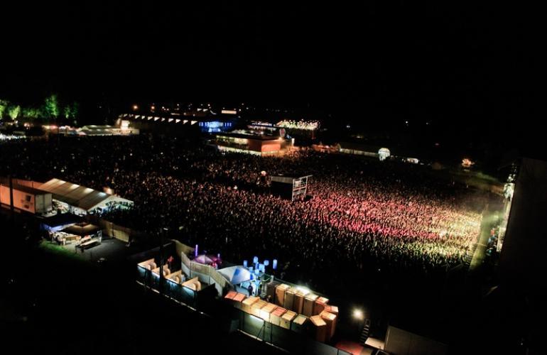 L'éco-festival du Cabaret Vert ouvre ses portes pour sa 11ème édition consécutive du 20 au 23 août à Charleville-Mézières, dans les Ardennes au Nord-Est de la France