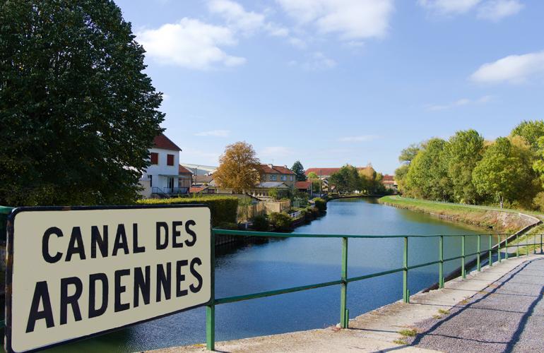 Le canal des Ardennes : une renaissance par le tourisme