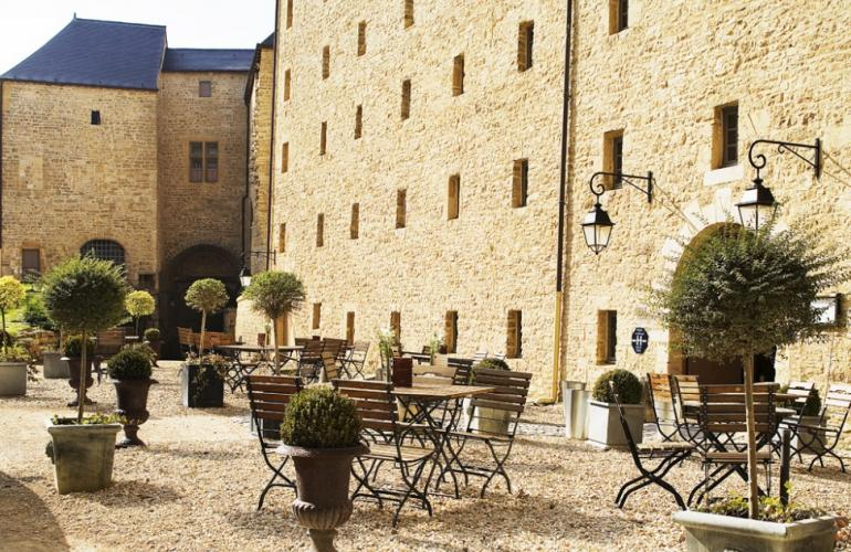 The Hôtels & Patrimoine Group Hotels & Heritage which runs the 4-star hotel at the Sedan fortified castle will soon have two additional addresses in France