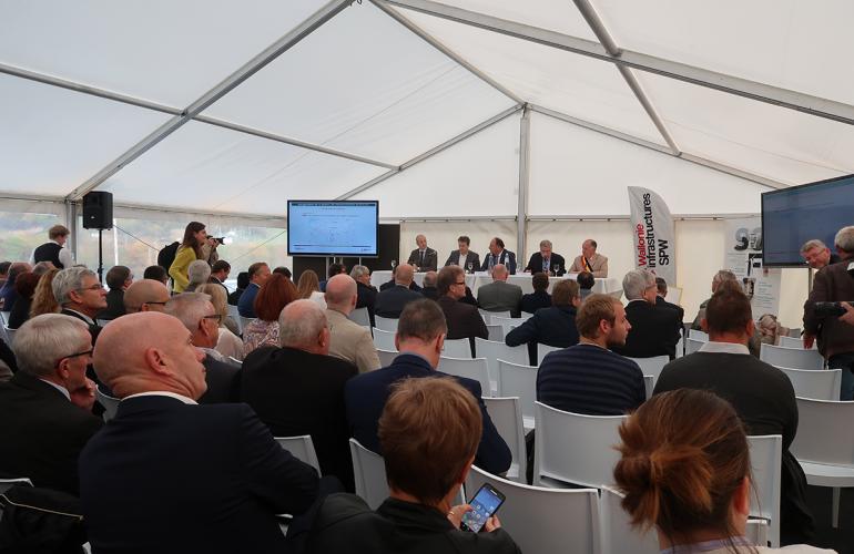 Le mardi 17 octobre 2017, le ministre belge des Travaux Publics Carlo DI ANTONIO et la SOFICO, Société de Financement Complémentaire des infrastructures de Wallonie ont inauguré la première phase du contournement de Couvin