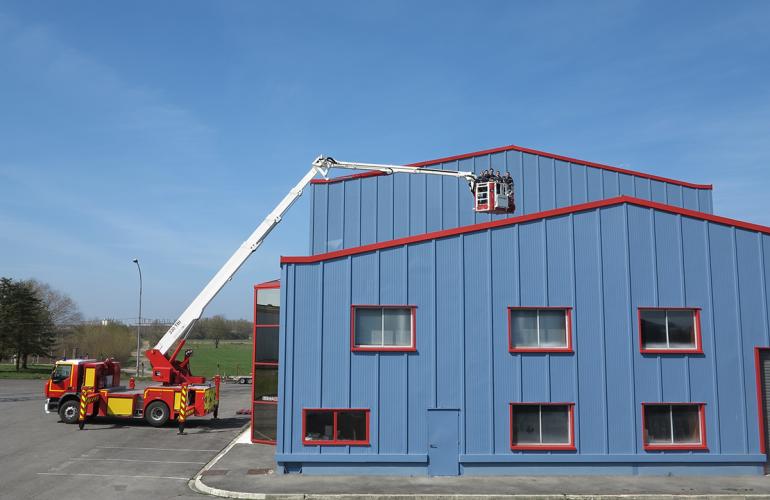 Spécialisée dans les camions nacelles contre l'incendie et les bras élévateurs isolés haute tension, l'entreprise EGI KLUBB GROUP, basée aux Ayvelles dans les Ardennes, est en plein développement