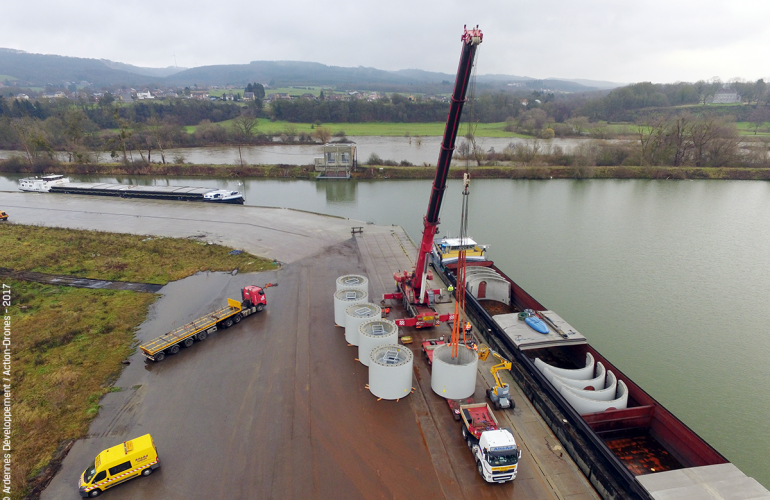 In December 2017 and then January 2018, ENERCON, a European wind turbine manufacturer, successfully transported wind turbine components through Givet Port (French Ardennes), which as a result was able to demonstrate its role as a multimodal sea-rail-road platform open to Northern Europe