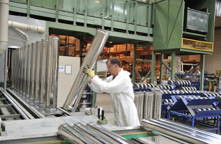 La société ISOTIP-JONCOUX, basée à Charleville-Mézières dans les Ardennes, au Nord-Est de la France, est le site de production principal de conduit de fumée
