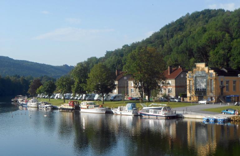 Palmarès Pavillon Bleu 2015 pour le port de plaisance Monthermé, le lac douzy, la Warenne Charleville-Mézières, les Vieilles Forges Mazures -  Ardennes tourisme fluvial