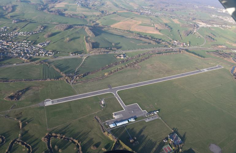 A proximité de Charleville-Mézières et de la future autoroute A304, l'aérodrome des Ardennes - Étienne Riché exploité et géré par le Conseil Départemental des Ardennes, poursuit son développement