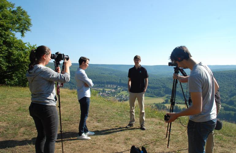 Gérald Ariano, présentateur de Bougez Vert et son équipe, sont venus à la découverte du patrimoine naturel des Ardennes, lors du tournage d'une émission pour Ushuaïa TV