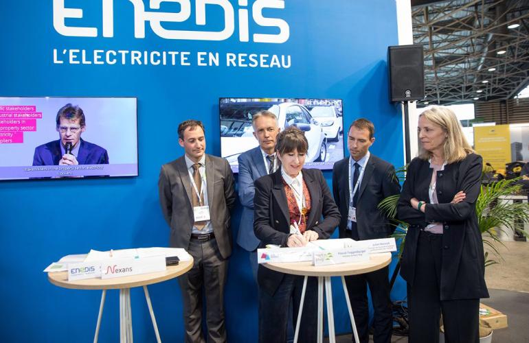 Le 20 mai 2019, Enedis, Nexans, Y SCHOOLS, Park'n Plug et la Communauté d'agglomération Ardenne Métropole ont signé un accord de partenariat pour le projet SMAC, à l'occasion du 32ème Symposium international du véhicule électrique, qui se tenait à Lyon