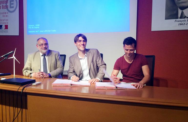 Mardi 19 juin 2018, le Lycée François Bazin de Charleville-Mézières, dans les Ardennes, et le constructeur d'éoliennes ENERCON ont signé une convention de partenariat afin de conforter les liens entre la formation et le secteur éolien