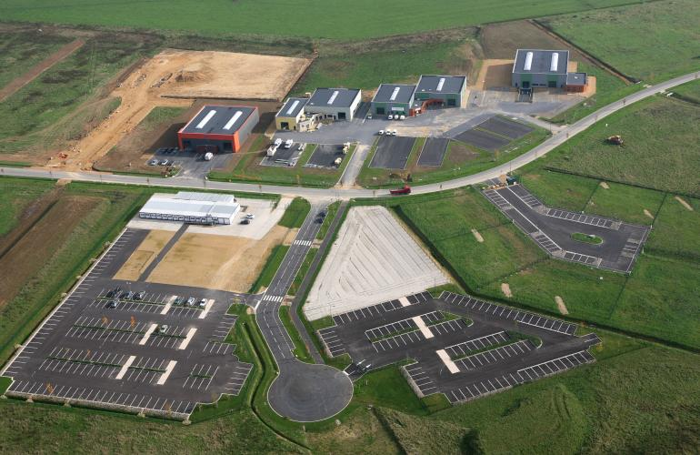 """Située sur la Communauté de Communes des Portes du Luxembourg, la Z.A. de Douzy propose un large choix de terrains nus et viabilisés, au cœur du """"Net Village"""", dans les Ardennes au Nord-Est de la France"""