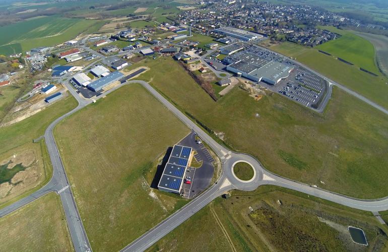 La Zone d'Activités Porte de l'Argonne à Vouziers, dans les Ardennes, au Nord-Est de la France, propose des terrains aménagés à vocation mixte (commerce, artisanat, industrie, services)